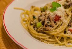 Espaguetis con el atún Foto de archivo