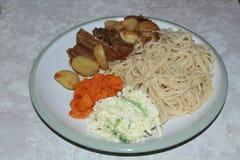 Espaguetis con el caldo de buey Imágenes de archivo libres de regalías