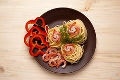Espaguetis con el camarón Imágenes de archivo libres de regalías