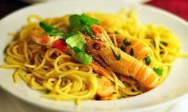 Espaguetis con gambas Fotografía de archivo libre de regalías