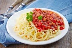 Espaguetis con la carne picadita imagenes de archivo