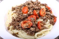 Espaguetis con la carne tajada Fotografía de archivo