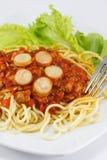 Espaguetis con la salsa de tomate Fotos de archivo libres de regalías