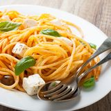Espaguetis con la salsa de tomate Fotografía de archivo libre de regalías