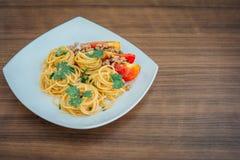 Espaguetis con la salsa de tomate Imagen de archivo libre de regalías