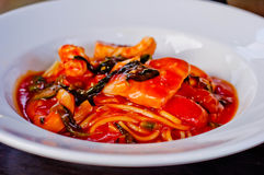 Espaguetis con la salsa de tomate imágenes de archivo libres de regalías