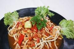 Espaguetis con la salsa y el cerdo de tomate Fotografía de archivo libre de regalías