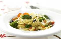 Espaguetis con las verduras Fotografía de archivo