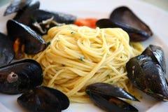 Espaguetis con los mejillones Imagen de archivo libre de regalías