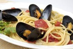 Espaguetis con los mejillones Fotografía de archivo libre de regalías