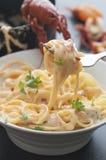 Espaguetis cremosos de los cangrejos Fotos de archivo libres de regalías