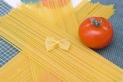 Espaguetis crudos Imagenes de archivo