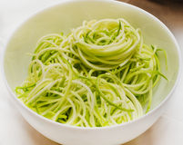 Espaguetis crudos del calabacín Imagen de archivo