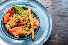Espaguetis de color salmón Foto de archivo