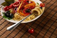 Espaguetis de las pastas con la salsa de tomate foto de archivo libre de regalías