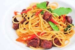Espaguetis de las pastas de SpaghettiItalian con el pollo Imagen de archivo libre de regalías