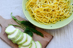 Espaguetis del calabacín Fotos de archivo