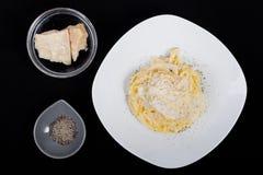 Espaguetis del queso y de la pimienta imagen de archivo