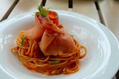 Espaguetis del salmón ahumado Imagen de archivo libre de regalías