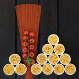 Espaguetis del tomate y pastas italianas Foto de archivo libre de regalías