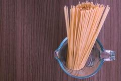 Espaguetis en el vidrio imagen de archivo