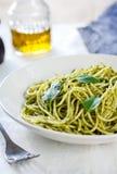 Espaguetis en salsa del pesto Fotografía de archivo libre de regalías
