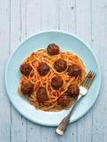 Espaguetis italianos americanos rústicos de la albóndiga Foto de archivo libre de regalías