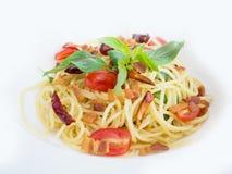 Espaguetis picantes con cerdo curruscante Imagen de archivo libre de regalías