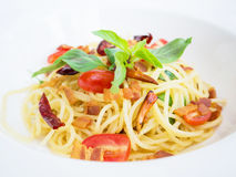 Espaguetis picantes con cerdo curruscante Imagen de archivo