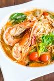 espaguetis picantes con el camarón (kung de tom yum fotografía de archivo libre de regalías