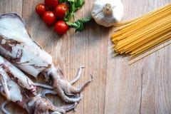 Espaguetis y calamares Imagen de archivo libre de regalías