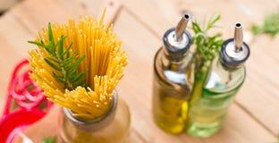 Espaguetis y romero foto de archivo libre de regalías