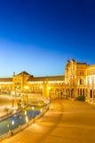 Espana Plaza i Sevilla Spain på skymning Arkivbilder