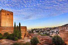Espanha da Andaluzia das igrejas de Alhambra Morning Sky Granada Cityscape Foto de Stock Royalty Free