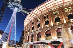 Espanha de Barcelona, shopping exterior, noite fotografia de stock