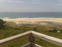 Espanha de Doninos Galiza da praia com luz solar imagem de stock royalty free