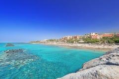 Espanha de Tenerife da praia do EL Duque no verão foto de stock royalty free