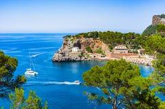 Espanha Majorca Porto de Soller do mar Mediterrâneo imagens de stock royalty free