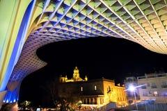 ESPANHA - SEVILHA: Opinião da noite do parasol de Metropol na plaza Encarnacion, província da Andaluzia Imagem de Stock Royalty Free