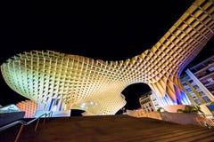 ESPANHA - SEVILHA: Opinião da noite do parasol de Metropol na plaza Encarnacion, província da Andaluzia Imagem de Stock