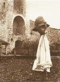 Espantapájaros en Monteriggioni cerca de Siena en los años 60 imagenes de archivo