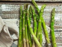 Espargos crus verdes Fotografia de Stock Royalty Free