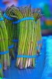 Espargos do mercado dos fazendeiros fotografia de stock