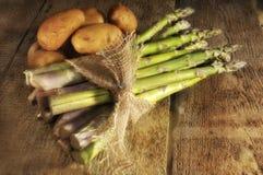 Espargos e batatas Imagens de Stock Royalty Free
