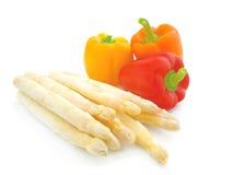 Espargos e paprika frescos Imagem de Stock