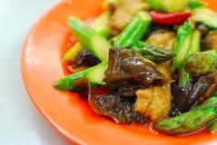 Espargos fritados stir do estilo chinês Foto de Stock Royalty Free