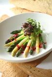 Espargos verdes e brancos desbastados Foto de Stock