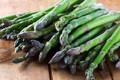 Espargos verdes frescos Fotos de Stock