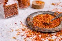 Especia seca tradicional del azafrán fotos de archivo