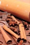 Especia y accesorios para cocer en la pasta para el pan de jengibre Fotografía de archivo libre de regalías